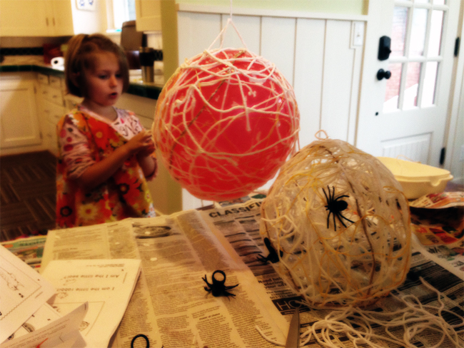 DIY Halloween Spider Balloon